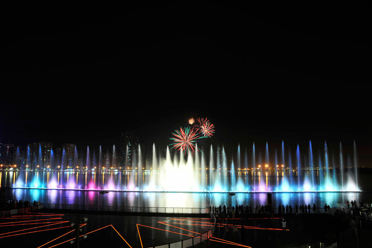 al-majaz-fountain-celebration-01.jpg