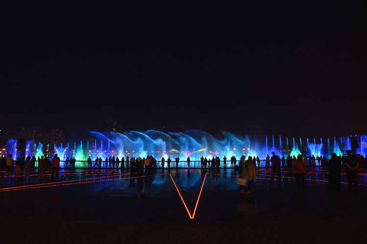 al-majaz-fountain-celebration-03.jpg