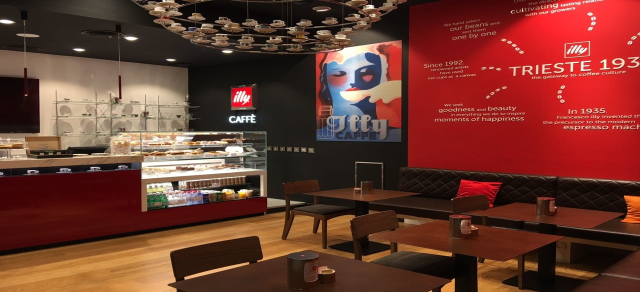 <p>illy Caffè are living spaces to discover, relax, socialize and meet friends. The coffee here is the protagonist and meets the great Italian café tradition, in a warm and innovative environment, evoking an experience of taste, style and excellence. illy Caffè offers a complete F&B assortment for all moments of the day, from breakfast to lunchtime until evening aperitif and light dinner and the brunch during the weekend.</p>